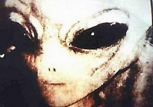 真有外星人 FBI档案揭秘飞碟坠落之谜 04.12