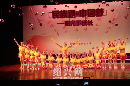 """本届艺术节的主题是""""民族魂中国梦——阳光下成长"""",从3月开始至5月底"""